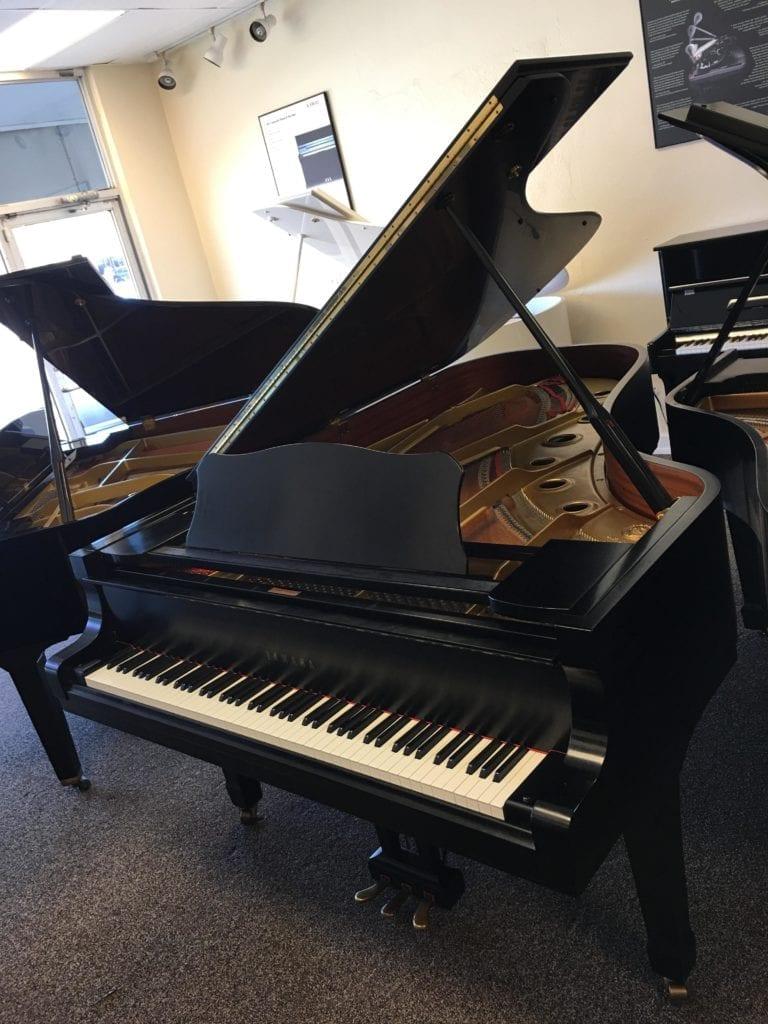 Dave's Piano Showroom Impressive New Arrival: Yamaha C7 Semi-Concert grand