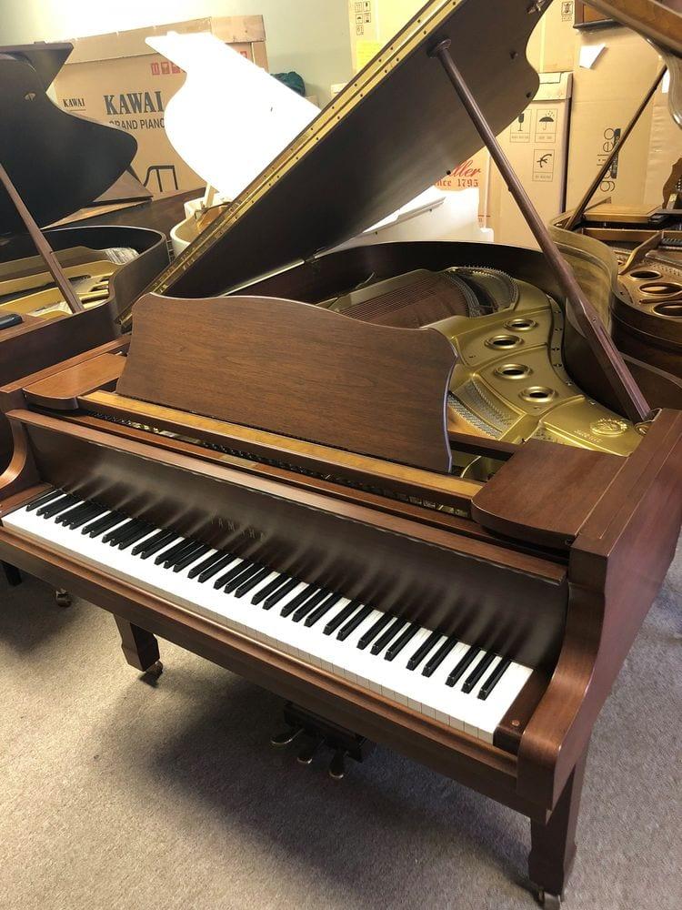 Beautiful yamaha c3 grand piano in satin walnut non gray for Yamaha pianos tampa