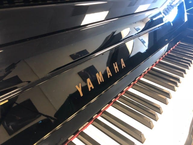 Professional Studio Upright Piano YAMAHA 48″ U1