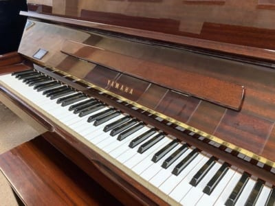 LIKE NEW YAMAHA VERTICAL PIANO