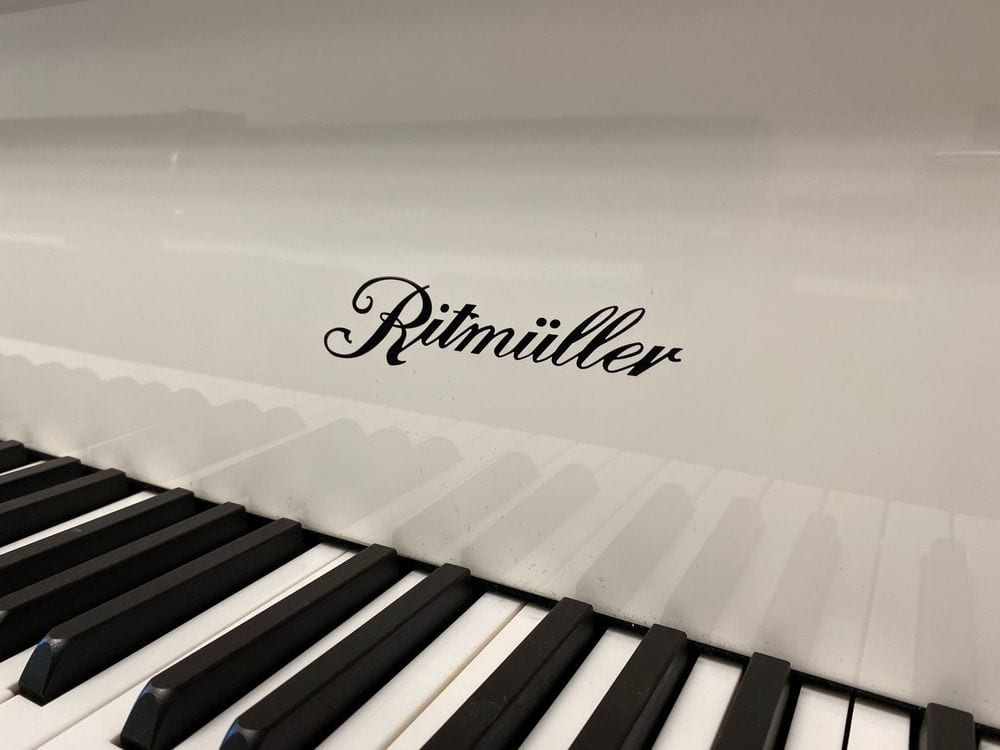 2021-Ritmüller-Baby-Grand-Winter-White-Edition-$12900_04
